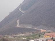 Strada che scende a Tavernola da Vigolo