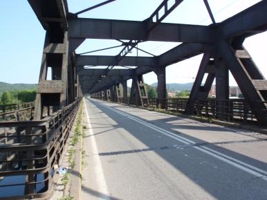 Il ponte sul Ticino unisce Lombardia e Piemonte