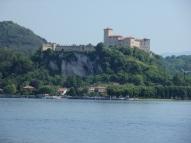 Il castello di Angera visto da Sesto Calende