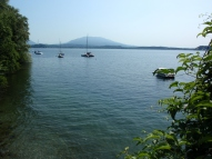 uno scorcio sul lago