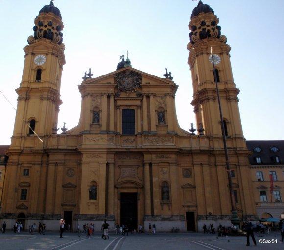 La chiesa dei Teatini a Monaco di Baviera
