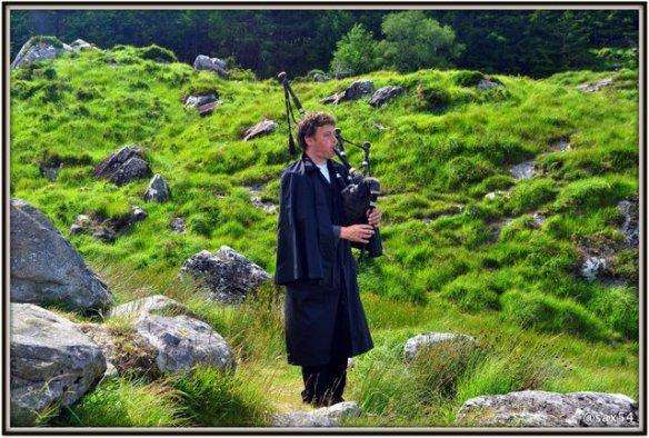 Suonatore di cornamusa nel Parco Nazionale di Killarney